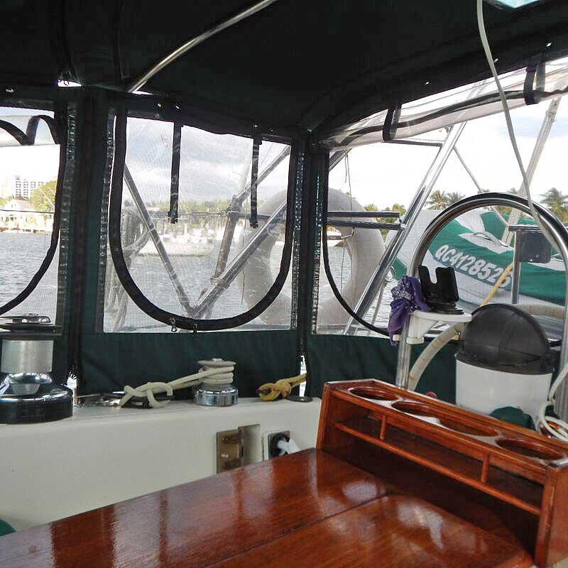016-Honah-Lee-cockpit2