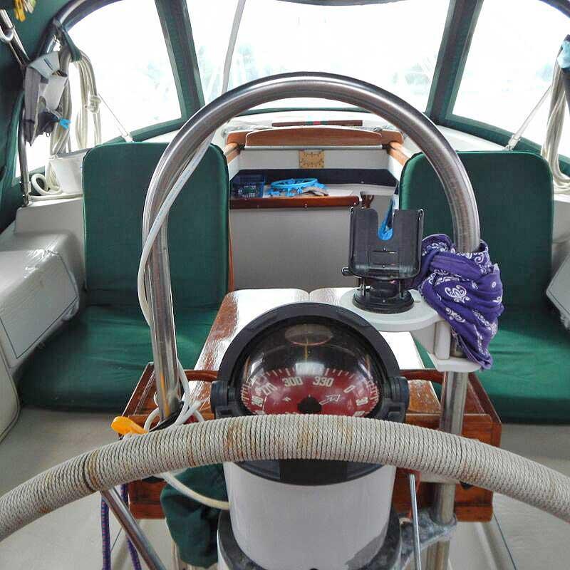 016-Honah-Lee-cockpit3