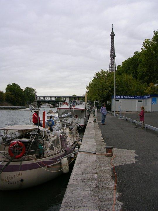 150 - Veliserdi - Paris moored