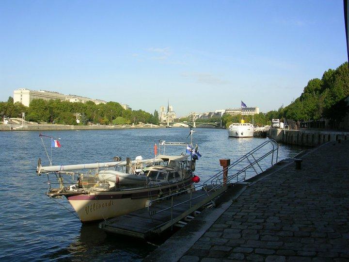150 - Veliserdi - port bow in Paris