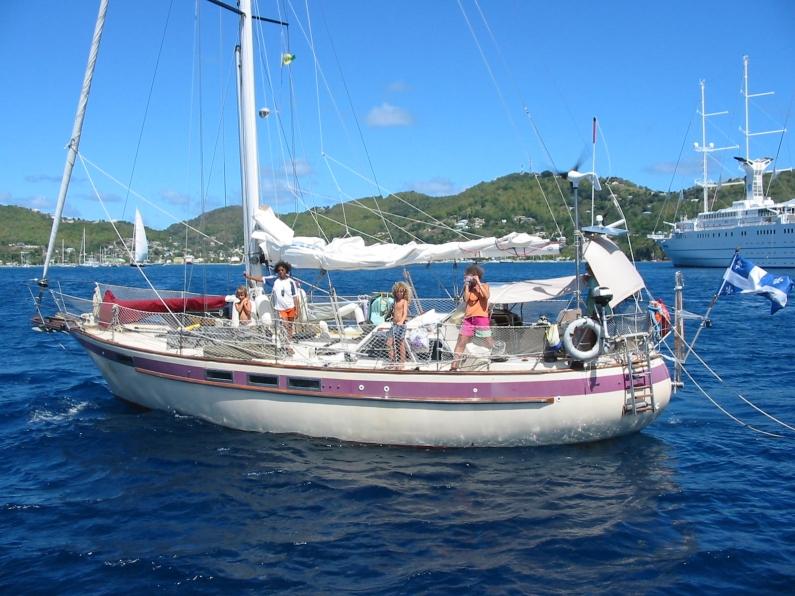 2012-04-Veliserdi-arrivant-a-Bequia-Grenadines_b