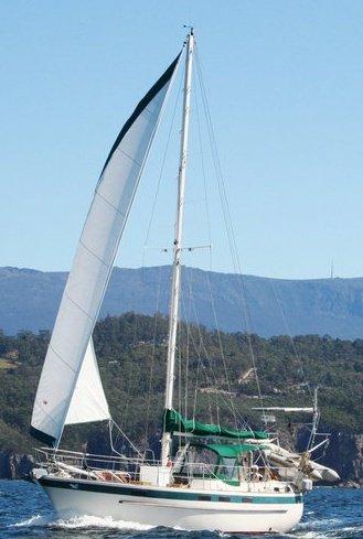 001 - Dolphin Spirit - sailing